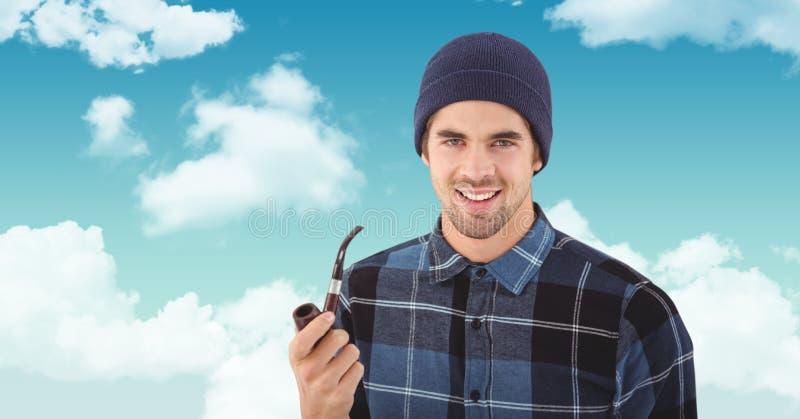 Le hipsterinnehavet som röker röret mot himmel arkivfoto