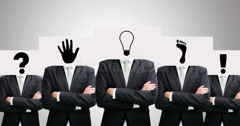 Le idee stanti del Libro Bianco dell'uomo d'affari affrontano la tenuta della parte anteriore del hea fotografia stock libera da diritti