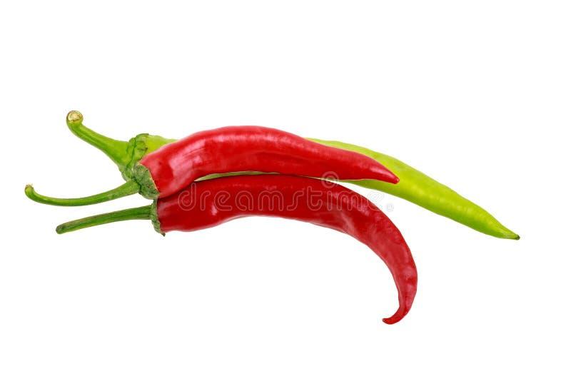 Le jalapeno rouge et vert poivre sur le fond blanc photos stock