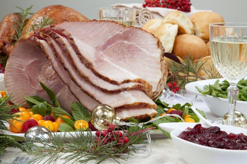 Le jambon rôti de Noël et la Turquie fumée photos stock