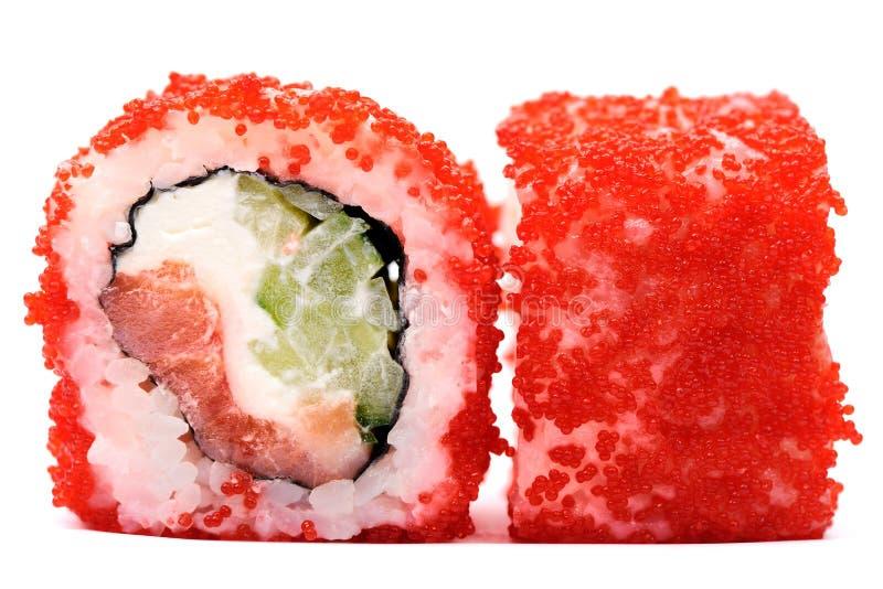 Le Japonais d'imagination roule avec le caviar, le concombre, le thon et la crème rouges photo stock