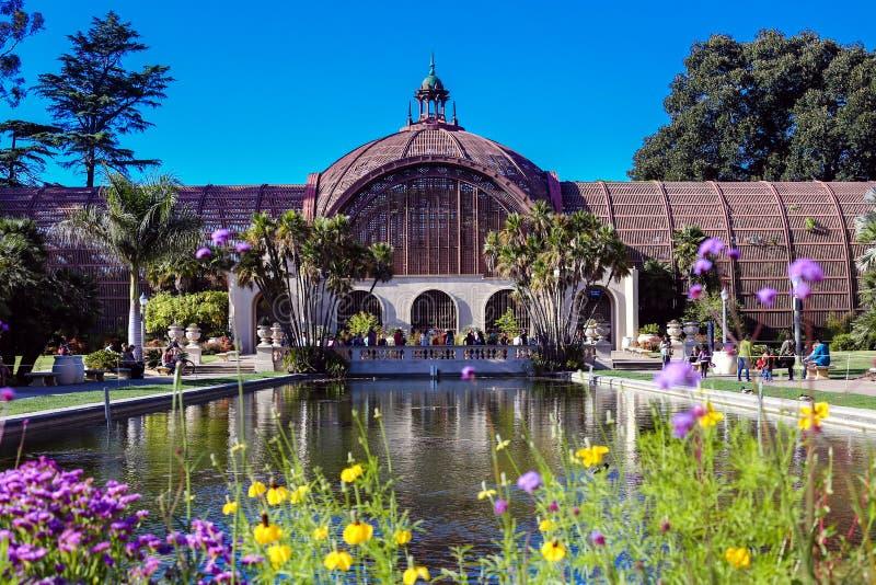 Le jardin botanique et le lis s'accumulent en parc de Balboa, San Diego, la Californie image stock