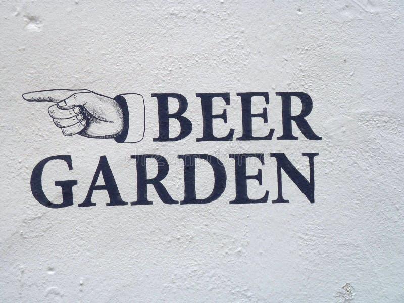 Le jardin de bière se connectent le mur texturisé blanc illustration stock