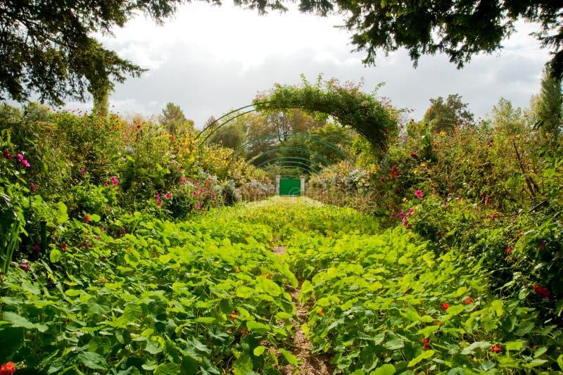 Le jardin de Monet photo stock. Image du saison, flore ...