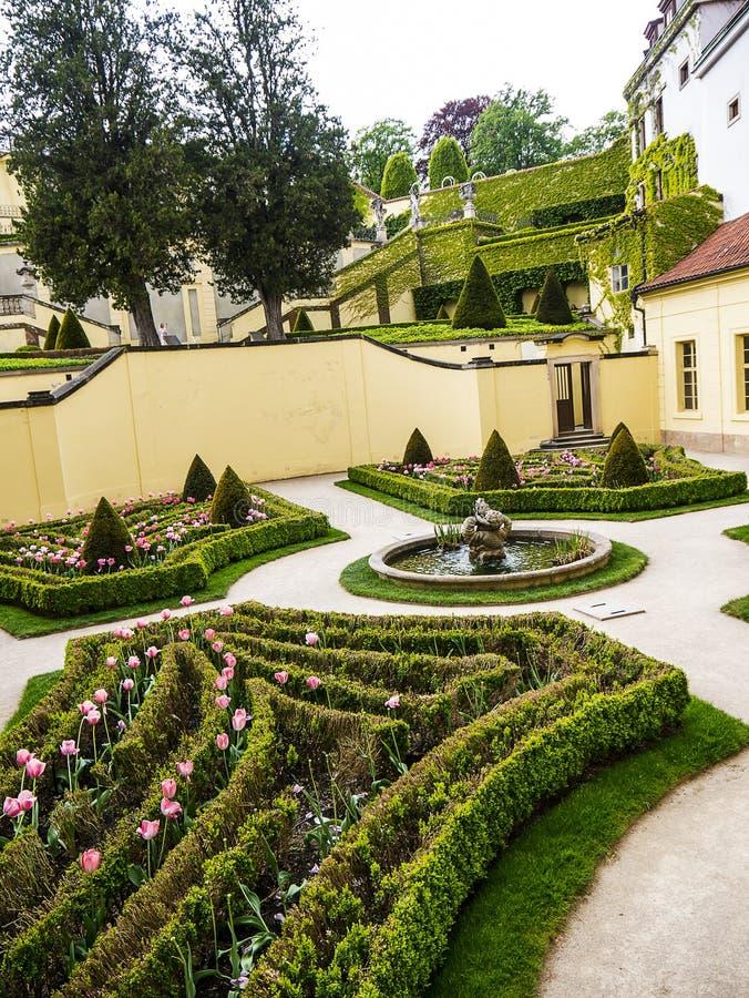 Le jardin de Vrtba ? Prague est l'un de plusieurs hauts jardins baroques fins en capitale tch?que photo libre de droits