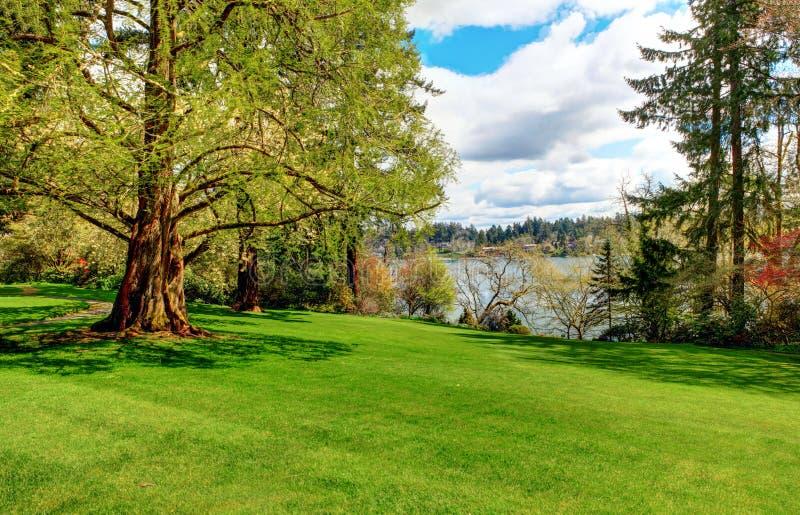 Le jardin paisible de paysage, Lakewood fait du jardinage, wa images stock