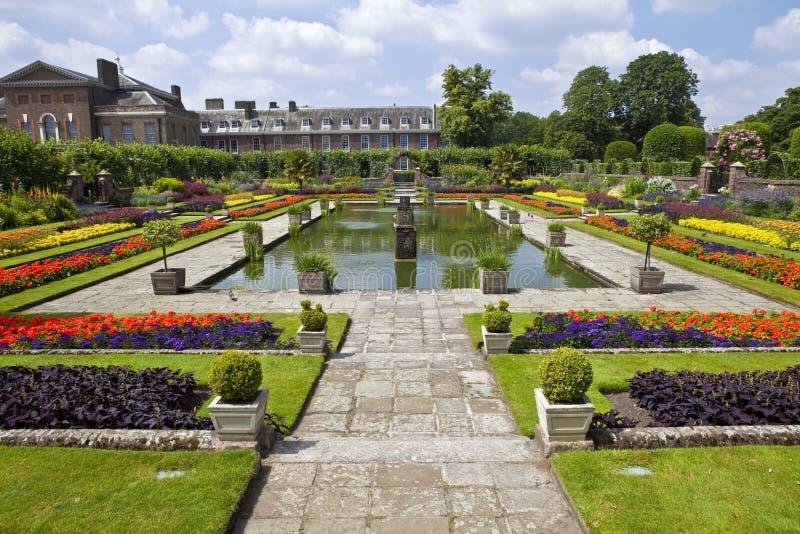Le jardin submerg et le palais de kensington image stock for Jardines de kensington
