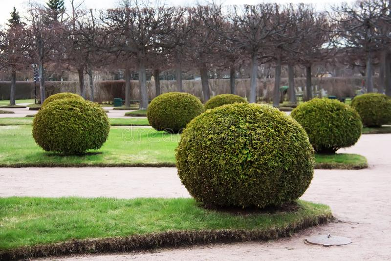 Le jardin supérieur L'ensemble de parc de Peterhof St Petersburg, Russie photographie stock