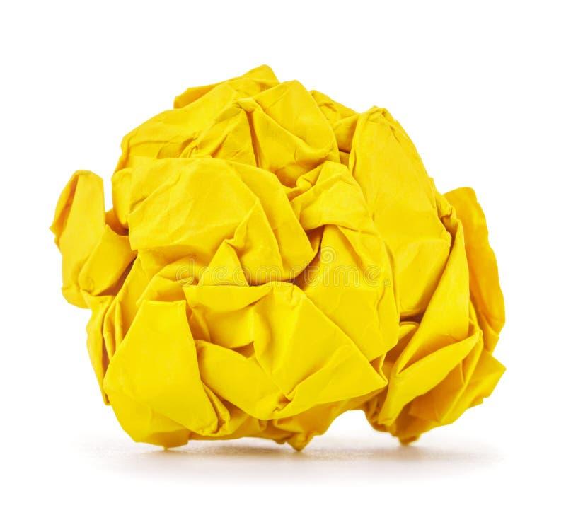 Le jaune riche a chiffonné la boule de papier roulée images libres de droits
