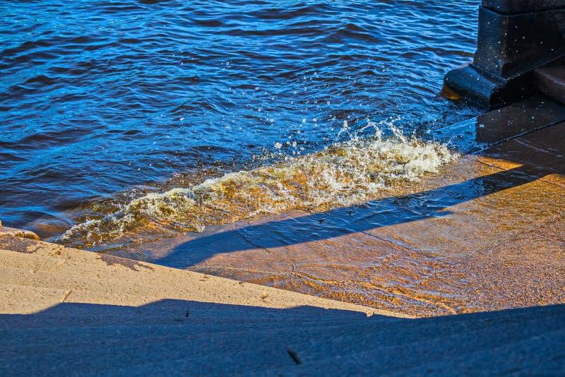 Le jet de la rivière de Neva images stock