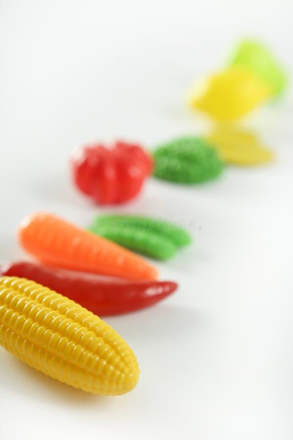 Le jeu en plastique, truquent les légumes et les fruits divers photo libre de droits