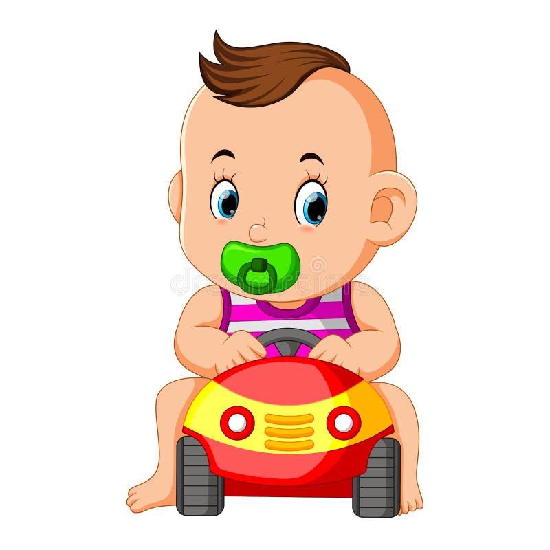 Le jeu heureux de bébé drôle avec le jouet de voiture illustration stock