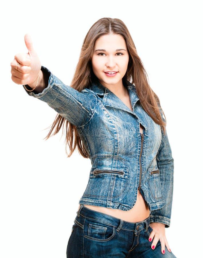 Le jeune femme affiche le pouce vers le haut image stock