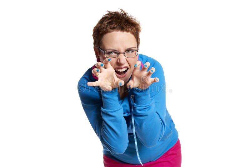 Le jeune femme effectue le visage drôle (d'isolement sur le blanc) photographie stock