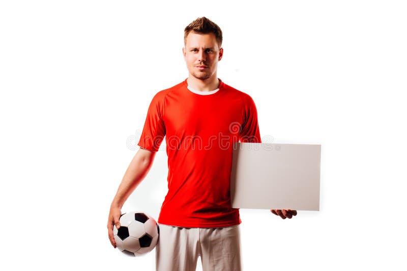 Le jeune football beau de joueur de football tient la boule et le blanc blanc sur le blanc images libres de droits