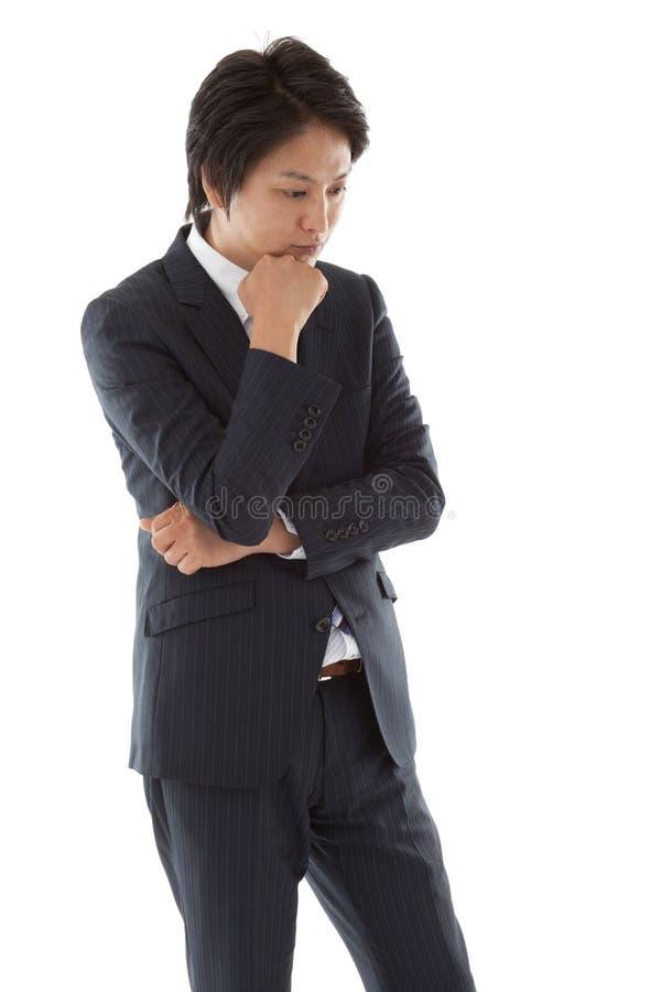 Le jeune homme d'affaires pense. photos libres de droits