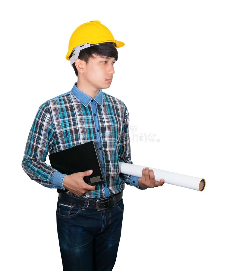 Le jeune ordinateur portable de prise d'homme d'affaires et les modèles roulés portent le plastique jaune de casque de sécurité s image libre de droits
