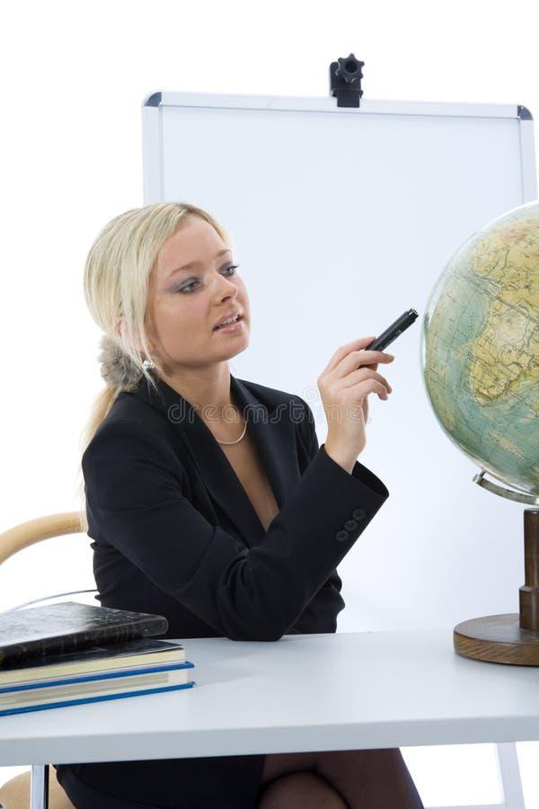 Le jeune professeur enseignera la géographie