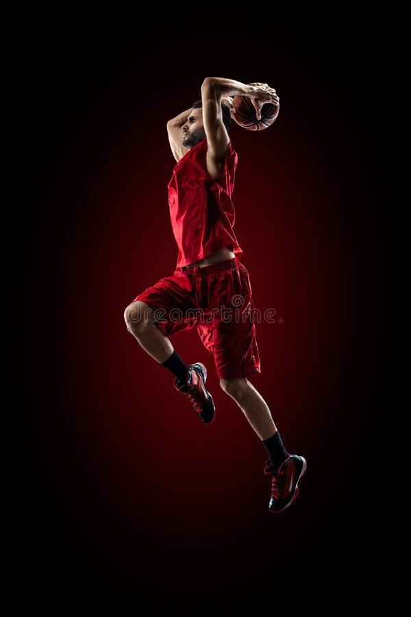Le joueur de basket dans l'action vole haut photo stock