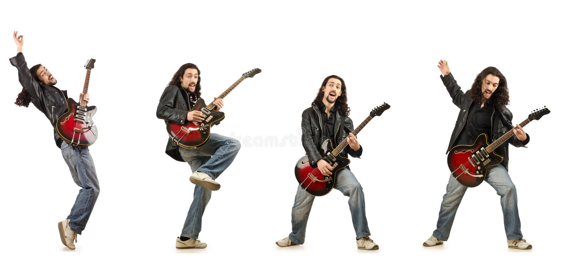 Le joueur de guitare drôle d'isolement sur le blanc photo libre de droits