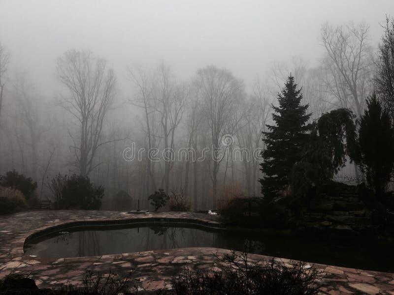 le jour a commencé nuageux et froid à Newark-nj image libre de droits