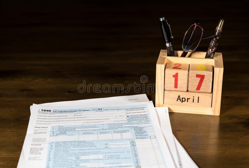Le jour d'impôts pour 2017 retours est le 17 avril 2018 photos libres de droits