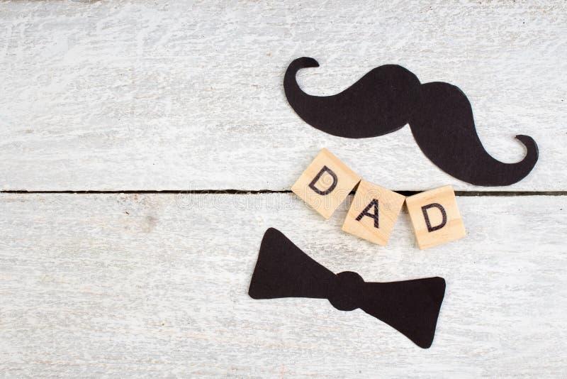 Le jour de père heureux sur le fond en bois symboles de l'amour, père, homme Fond heureux de jour du ` s de Valentine Copiez l'es photographie stock
