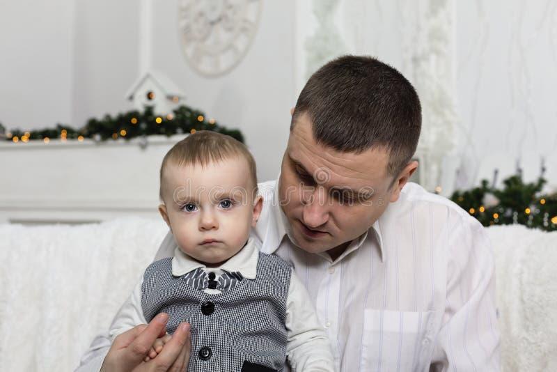 Le jour de père, parent de fils d'amour de famille de père photo stock