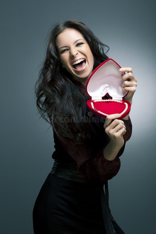 Le jour de Valentine. Belle femme de sourire images stock