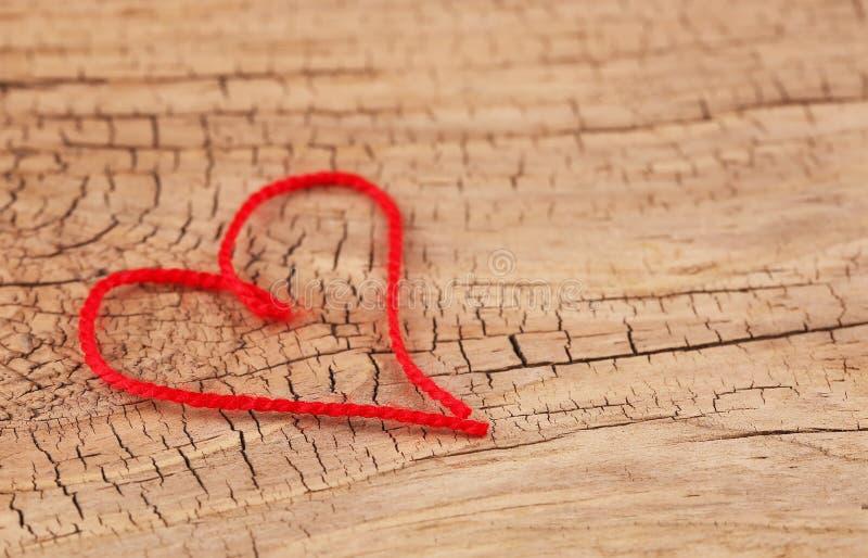 Le jour de Valentine Coeur rouge de fil formé images libres de droits