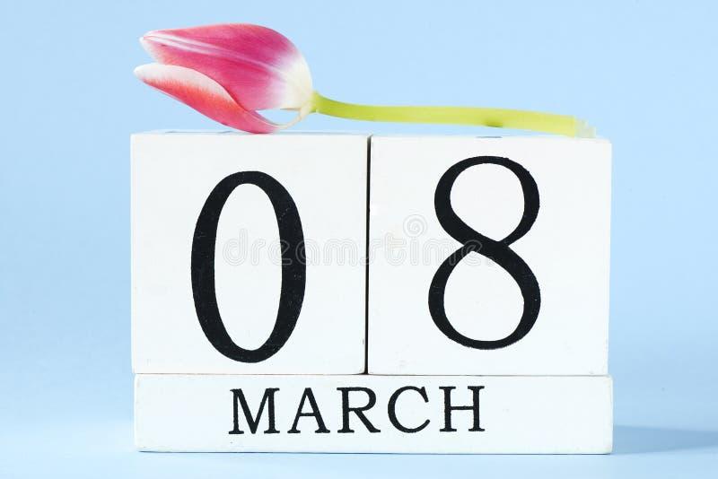 Le jour des femmes avec la fleur de tulipe photographie stock libre de droits