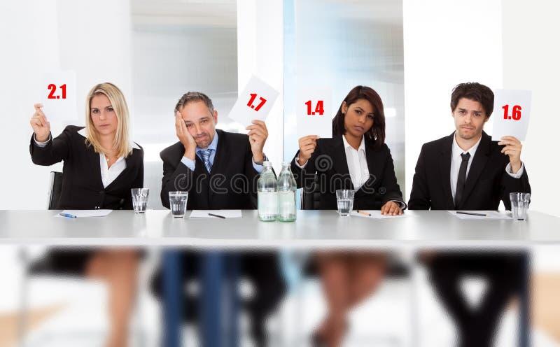 Le jury juge de mauvais signes de rayure de fixation image stock