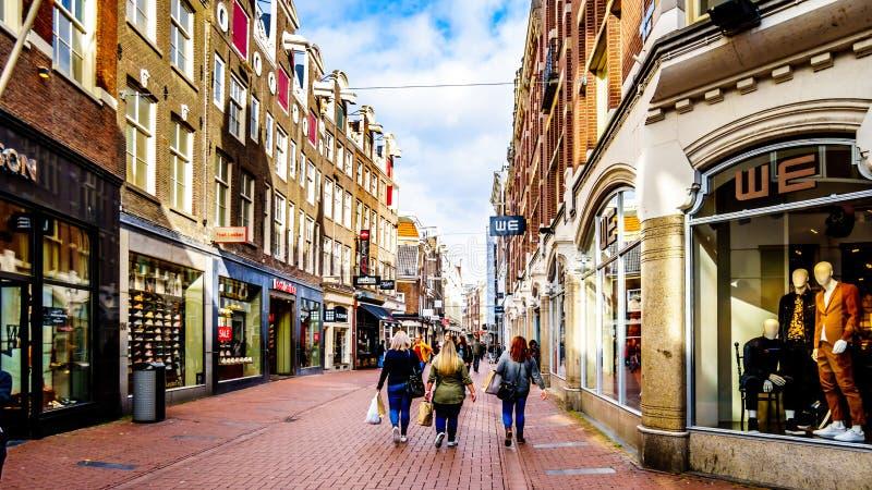 Le Kalverstraat à Amsterdam aux Pays-Bas image libre de droits