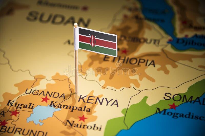 Le Kenya a identifié par un drapeau sur la carte photos stock