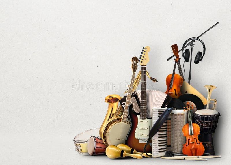 Le klaxon de musique a placé 3 images libres de droits