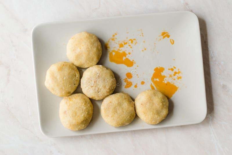 Le kofte d'Icli/a bouilli le kibbeh/Quibe avec de la sauce à beurre photo libre de droits