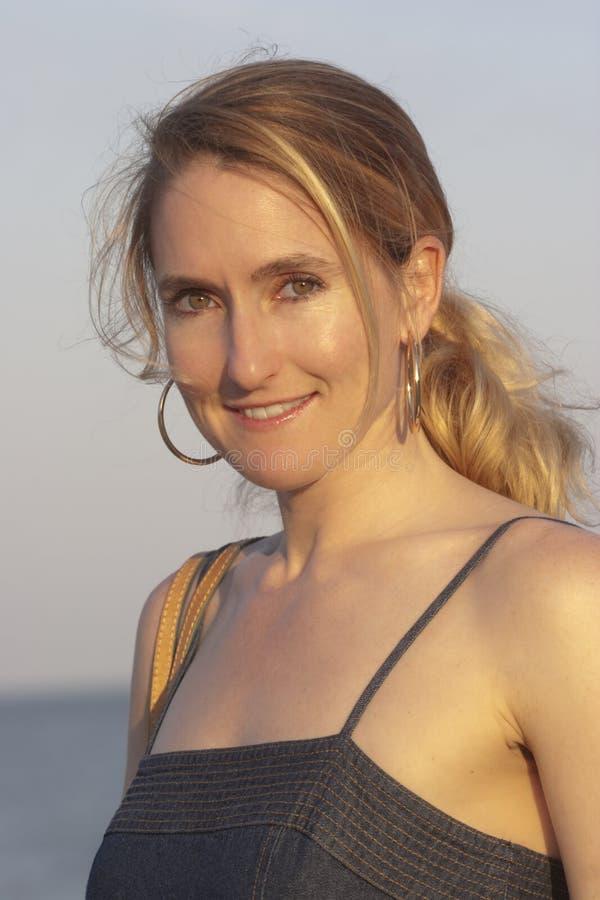 le kvinna för strand royaltyfria foton