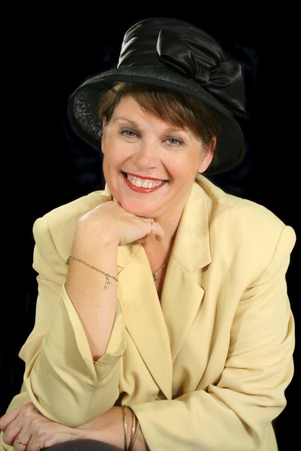 Le kvinna i hatt royaltyfria bilder