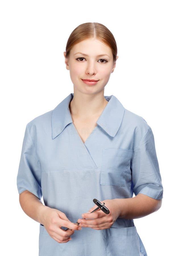 Le kvinnaneurologen i skyddsrock för doktors` s med reflexhammaren arkivfoton