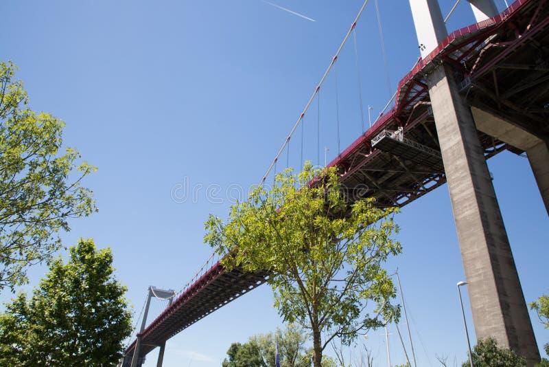 Le ` l'Aquitaine de Pont d se prolonge au-dessus de la Garonne de Lormont au nord du Bordeaux images libres de droits