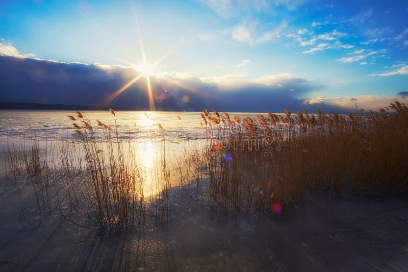 Le Lac Balaton congelé en Hongrie image stock