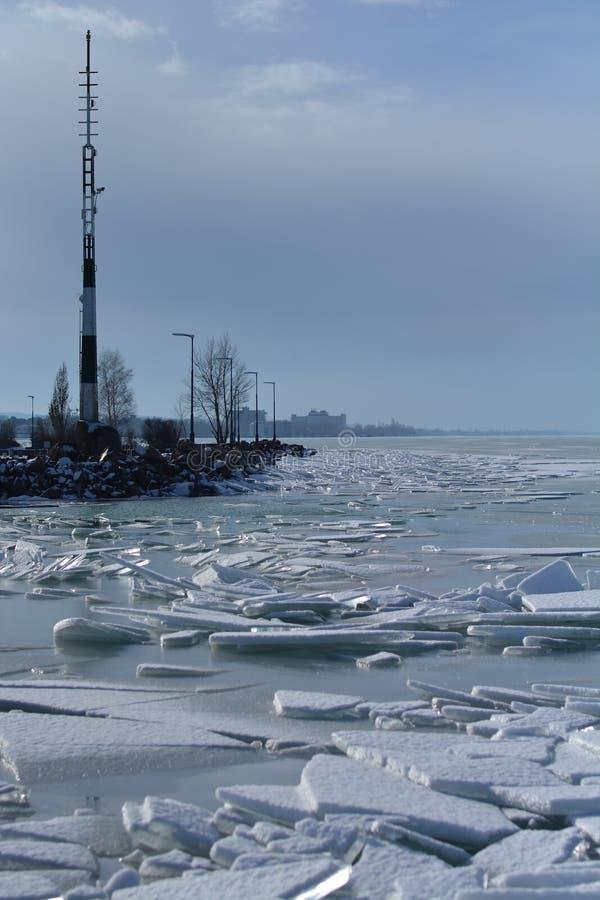 Le Lac Balaton congelé en Hongrie photos libres de droits