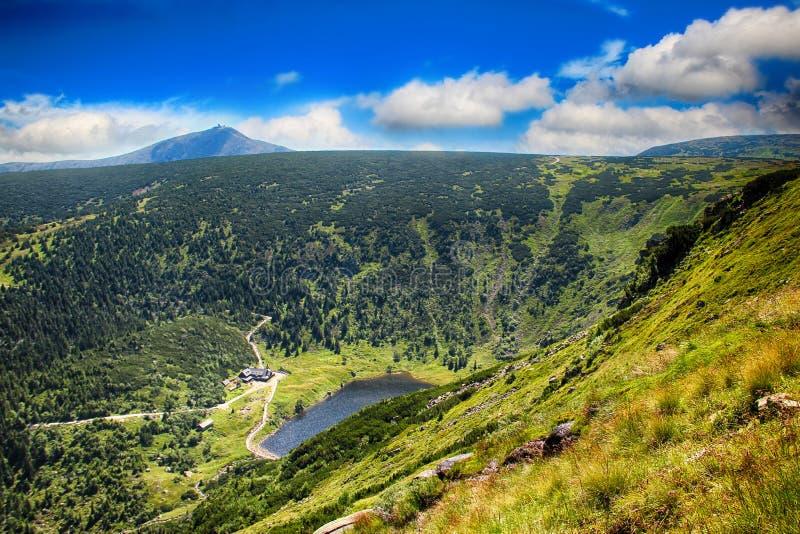 Le lac de glacier du côté polonais du parc national de Krkonose- de la République Tchèque images stock