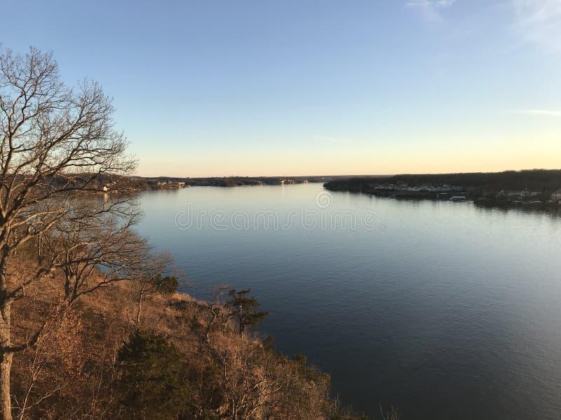 Le lac de l'Ozarks des bluffs photo libre de droits