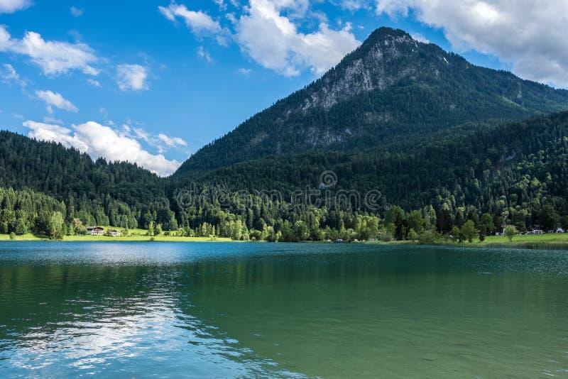Le lac de montagne dans les Alpes, Autriche images libres de droits