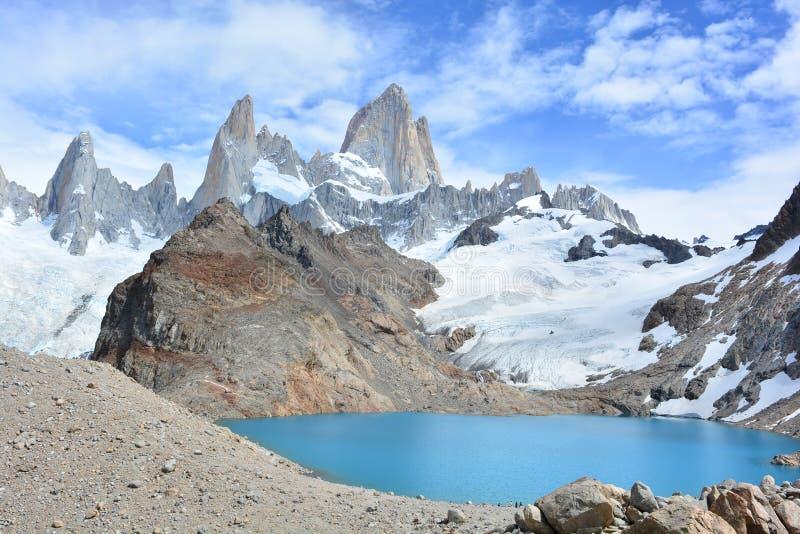 Download Le Lac Et Fitz Roy Font Une Pointe En Parc National De Visibilité Directe Glaciares, EL Chaltén, Argentine Photo stock - Image du traînée, nature: 87705216