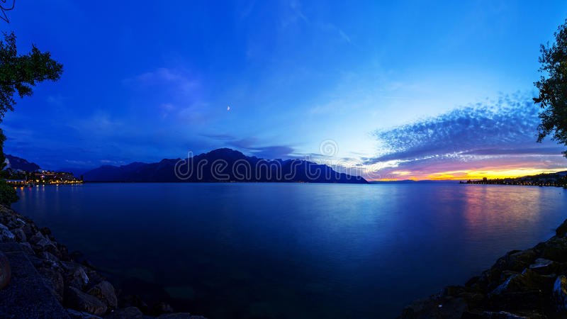 Le Lac Léman au crépuscule photographie stock