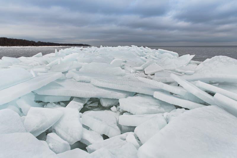 Le lac Ladoga en hiver Les blocs de glace images libres de droits