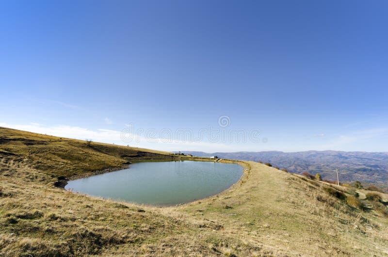 Le lac mountain a appelé l'oeil du ` s de Pelister - Macédoine images stock