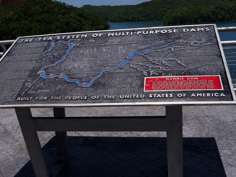 Le lac Norris a formé par Norris Dam sur le repli de rivière dans Tennessee Valley Etats-Unis photographie stock libre de droits